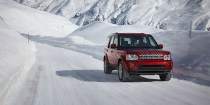 Land Rover Discovery 4 Front Medium View